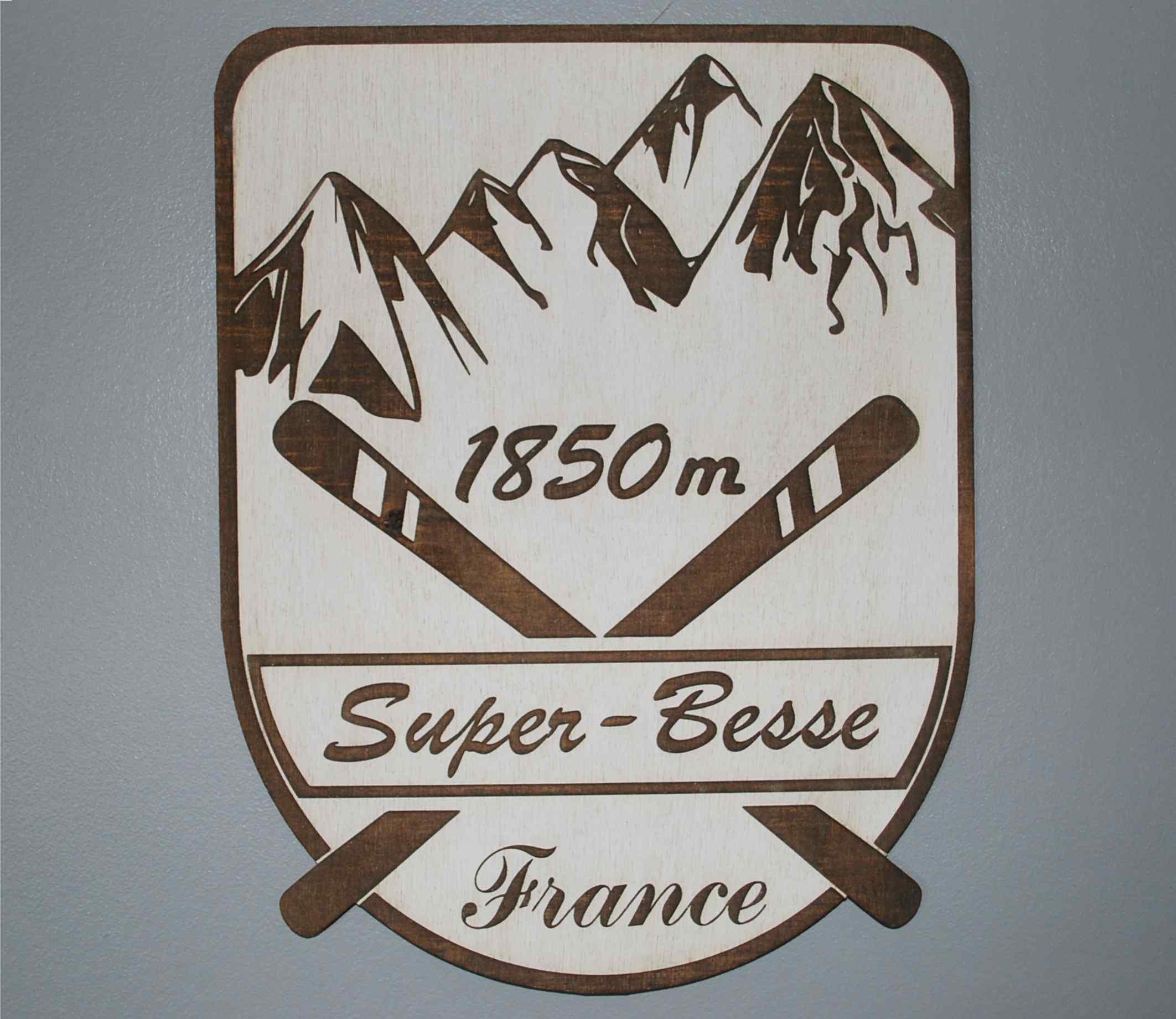 Décoration à suspendre 28 ou 15 cm montagne